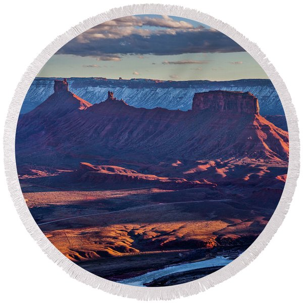Sunset View From Omg Point Round Beach Towel