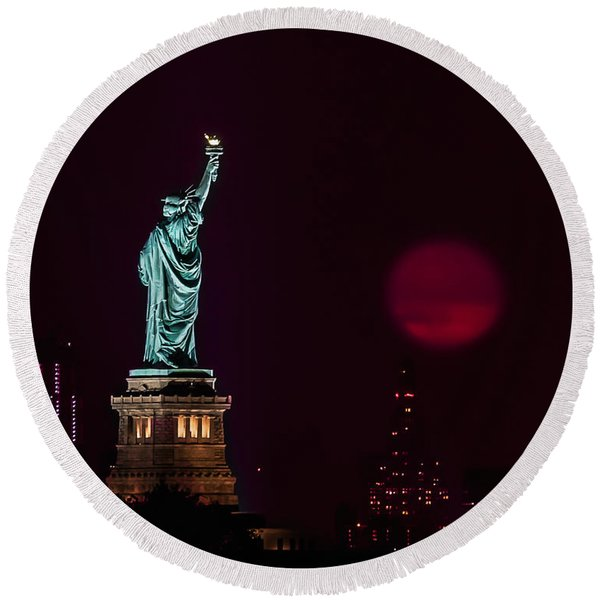 Super Moon Rising And The Statue Of Liberty Round Beach Towel