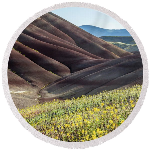 Round Beach Towel featuring the photograph The Painted Hills In Bloom by Tim Newton