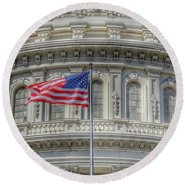 The Us Capitol Building - Washington D.c. Round Beach Towel
