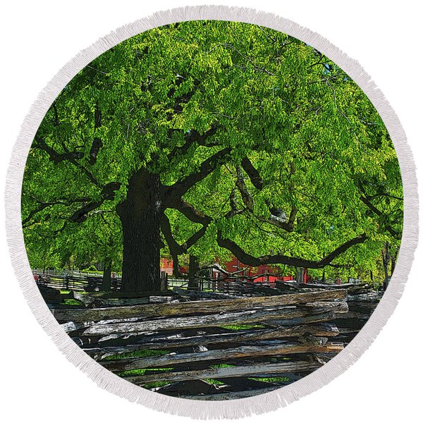 Tree With Colonial Fence Round Beach Towel