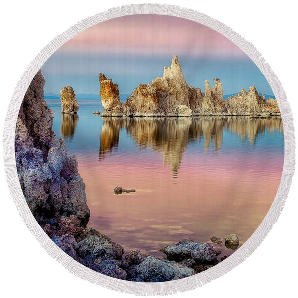 Tufas At Mono Lake Round Beach Towel