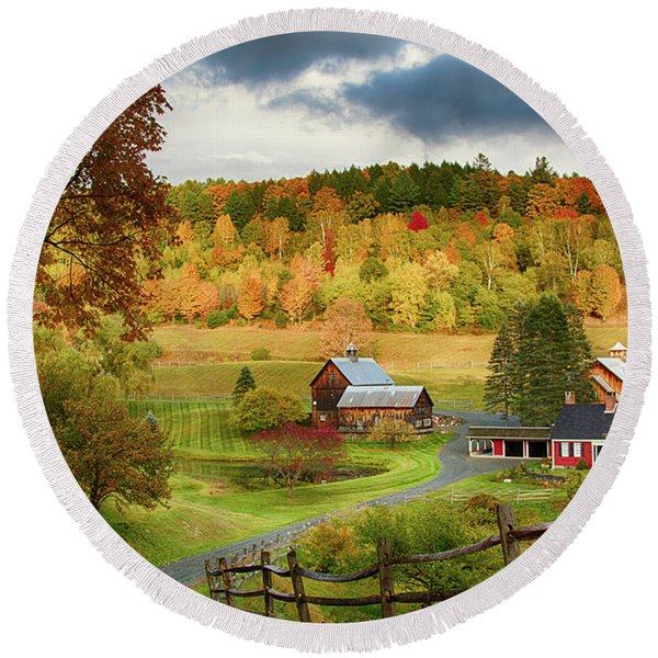 Vermont Sleepy Hollow In Fall Foliage Round Beach Towel