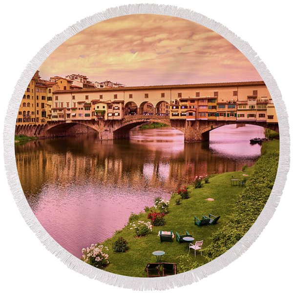 Sunset At Ponte Vecchio In Florence, Italy Round Beach Towel