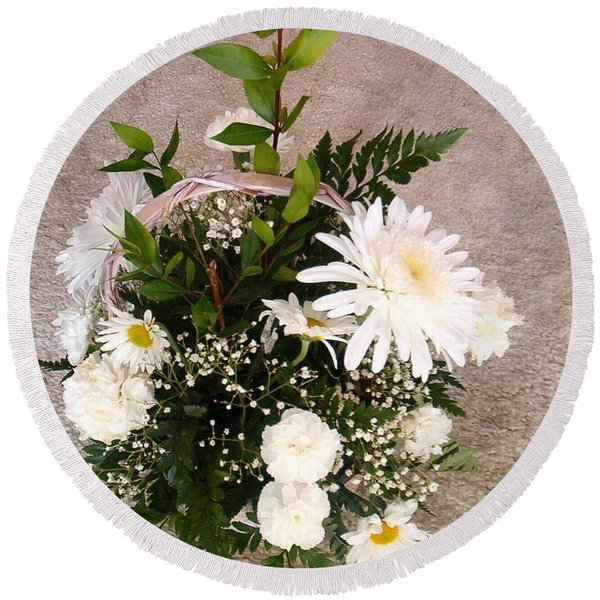 White Bouquet Round Beach Towel