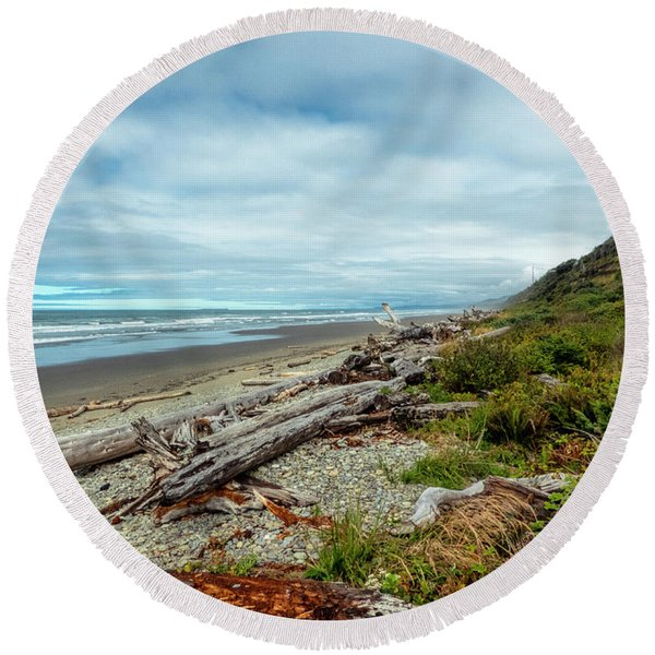 Round Beach Towel featuring the photograph Windy Beach In Oregon by Michael Hope