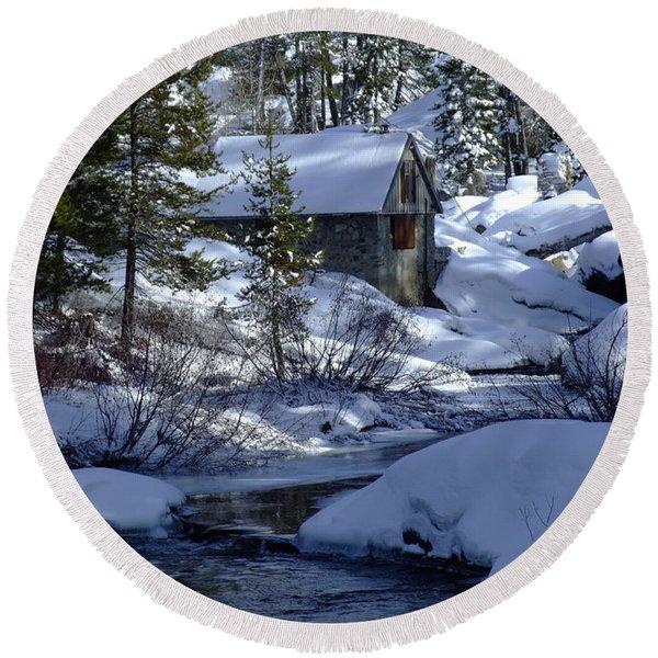 Winter Cottage Round Beach Towel