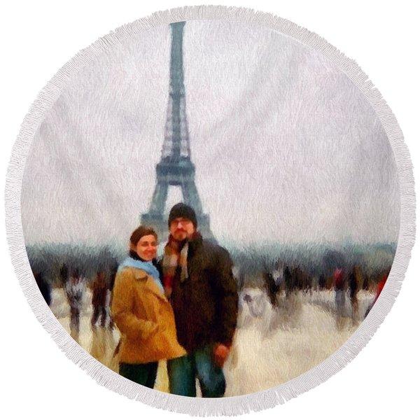 Winter Honeymoon In Paris Round Beach Towel
