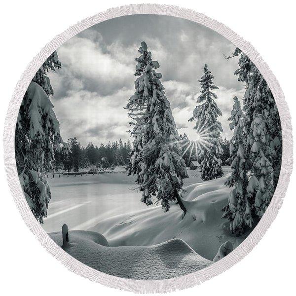 Winter Wonderland Harz In Monochrome Round Beach Towel