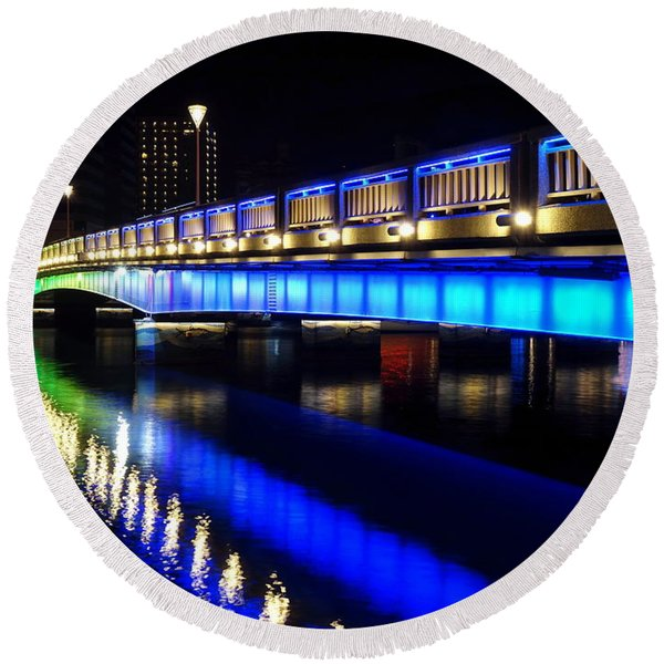 Evening View Of The Love River And Illuminated Bridge Round Beach Towel