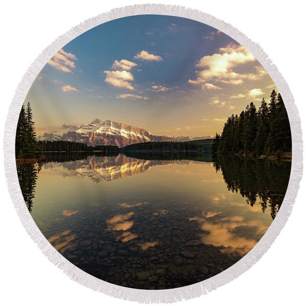 Two Jack Lake And Mount Rundle Round Beach Towel