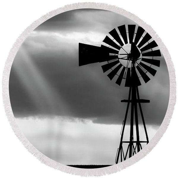 Bw Windmill And Crepuscular Rays -01 Round Beach Towel
