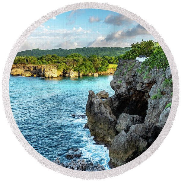 Cliffside Views Portland Jamaica Round Beach Towel