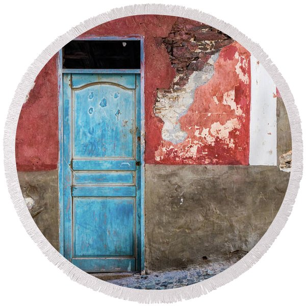 Colorful Wall With Blue Door Round Beach Towel