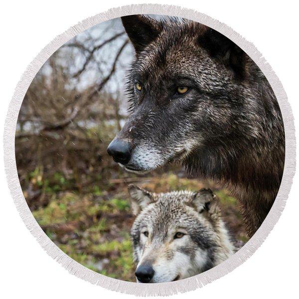 Dual Wolves Round Beach Towel