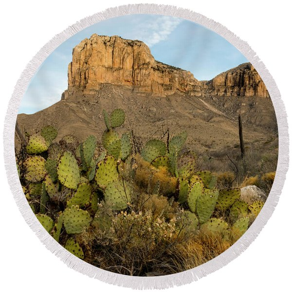 El Capitan With Cactus Round Beach Towel