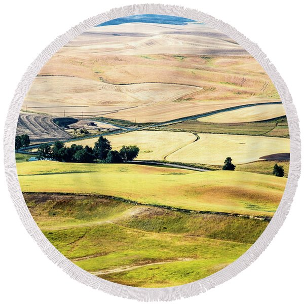 Farming The Palouse Round Beach Towel