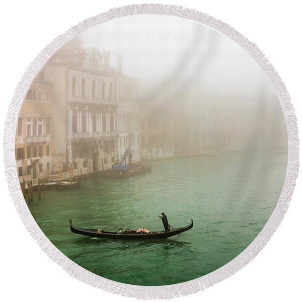 Foggy Morning On The Grand Canale, Venezia, Italy Round Beach Towel