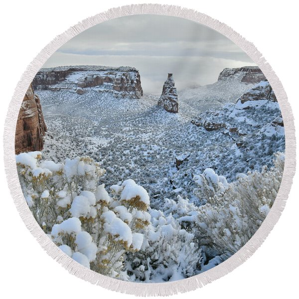 Independence Monument In Snow Round Beach Towel