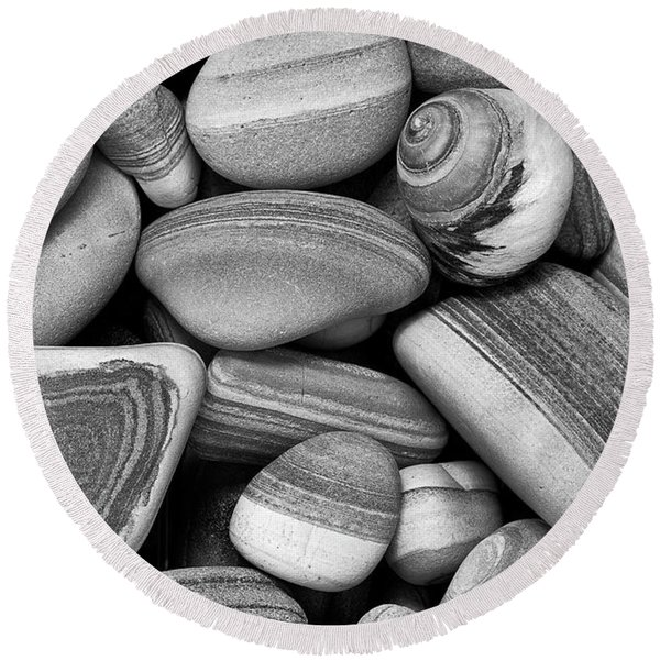 Lined Rocks And Shell Round Beach Towel