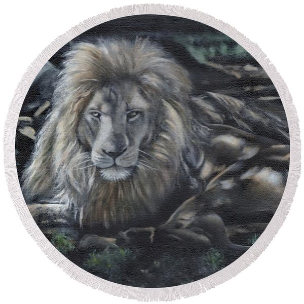Lion In The Shade Round Beach Towel