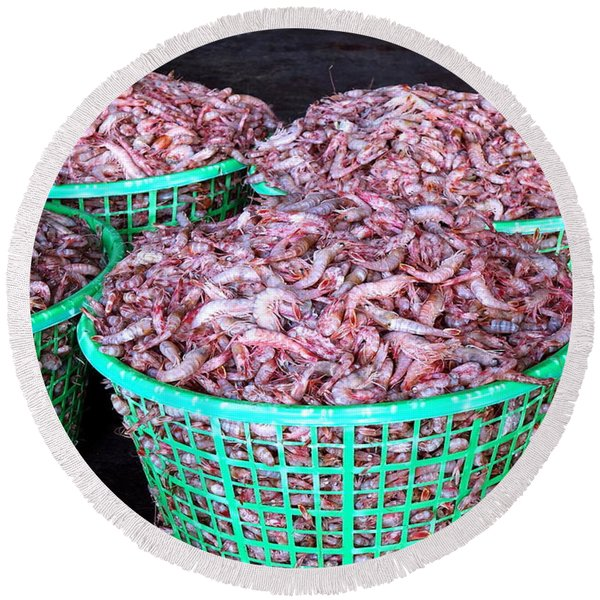 Lots Of Fresh Prawns At The Fish Market Round Beach Towel