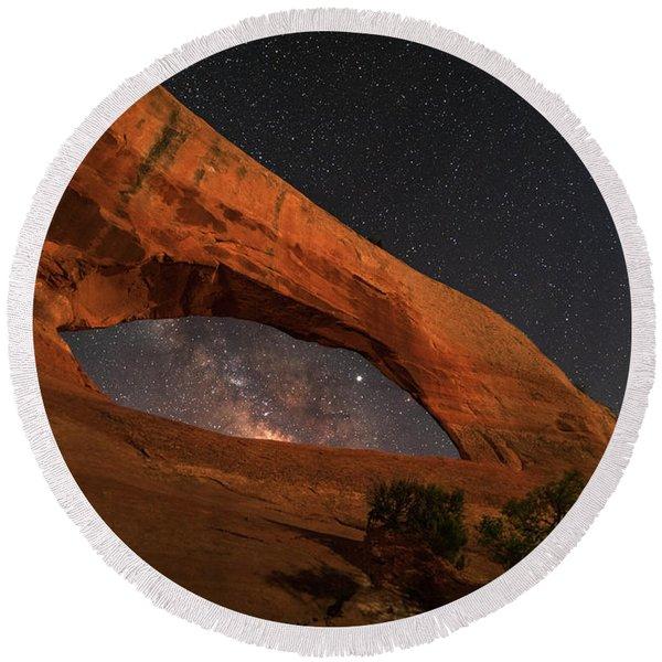 Milky Way Framed By Wilson Arch Round Beach Towel