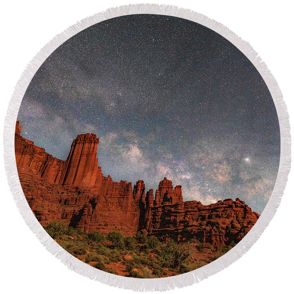 Milky Way Over Fisher Towers Round Beach Towel