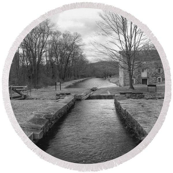 Morris Canal And Lock - Waterloo Village Round Beach Towel