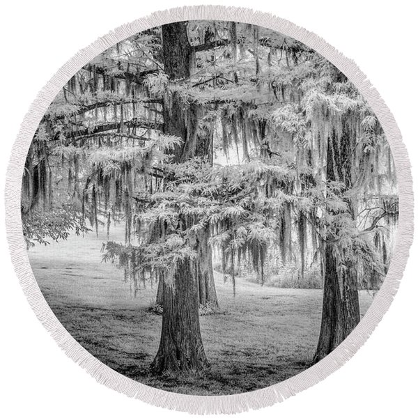 Moss Laden Trees 4132 Round Beach Towel