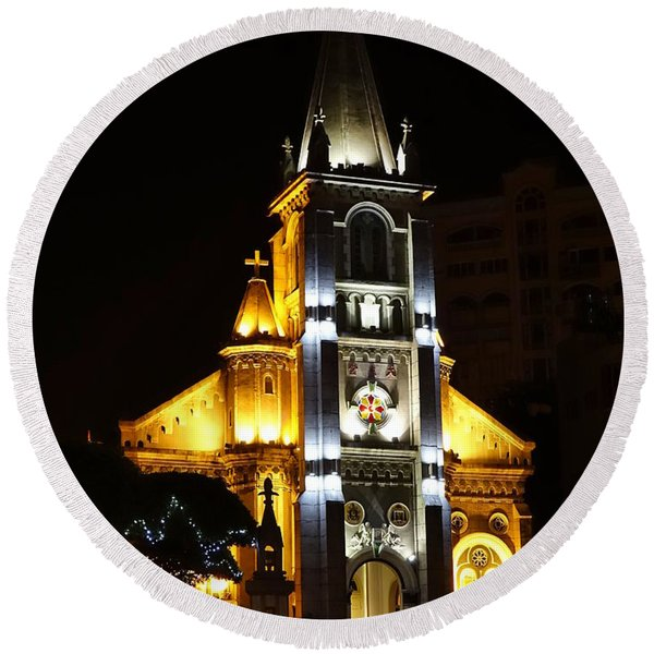 Night View Of The Holy Rosary Cathedral Round Beach Towel