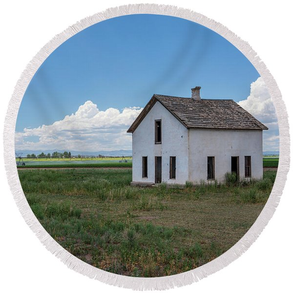 Old Abandoned House In Farming Area Round Beach Towel