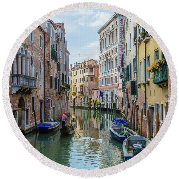 Gondolier On Canal Venice Italy Round Beach Towel