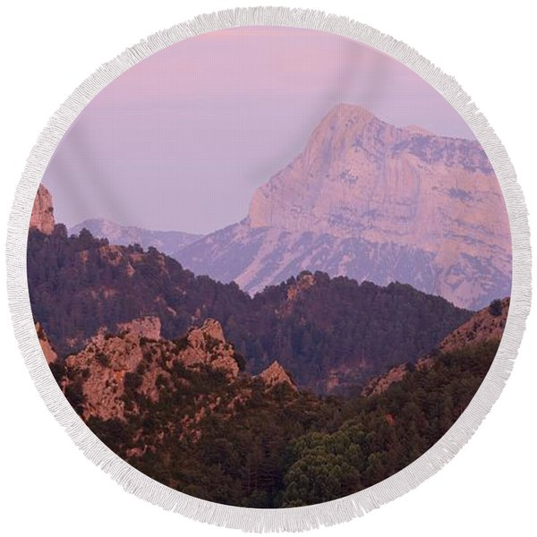 Pink Skies And Alpen Glow In The Anisclo Canyon Round Beach Towel
