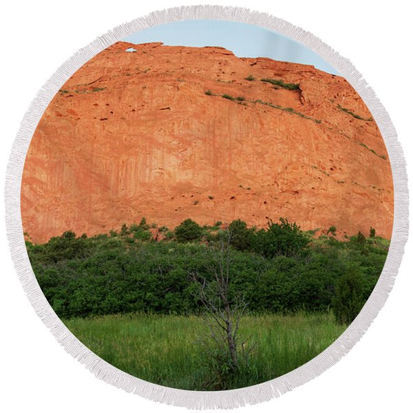 Sandstone Rock Formation Called The Kissing Camels In Colorado Round Beach Towel