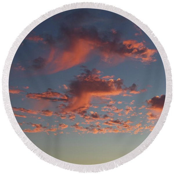 Space Needle And Pink Clouds Round Beach Towel