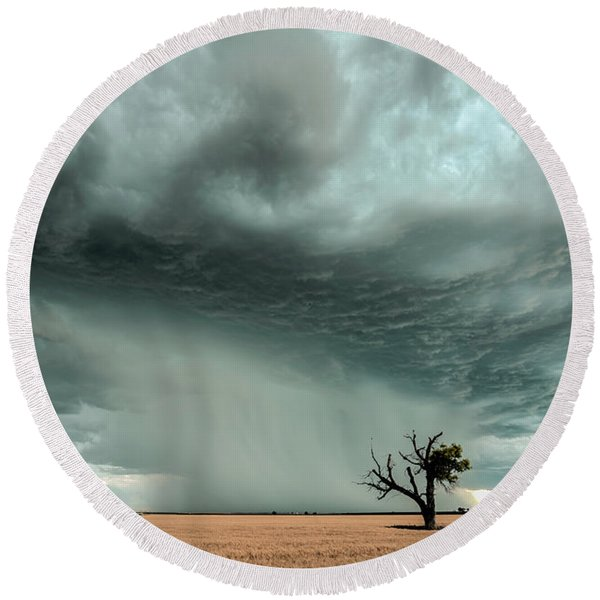 Strong Lone Tree Round Beach Towel