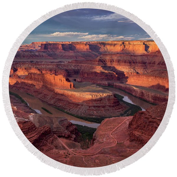 Sunrise At Dead Horse Point State Park Round Beach Towel