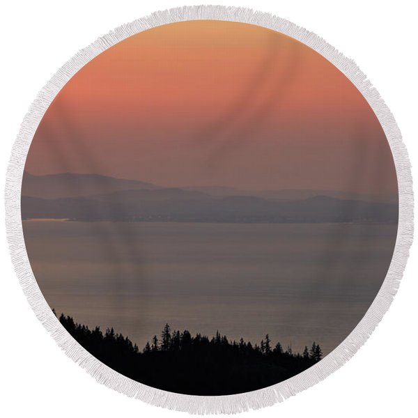 Sunset Of The Olympic Mountains Round Beach Towel