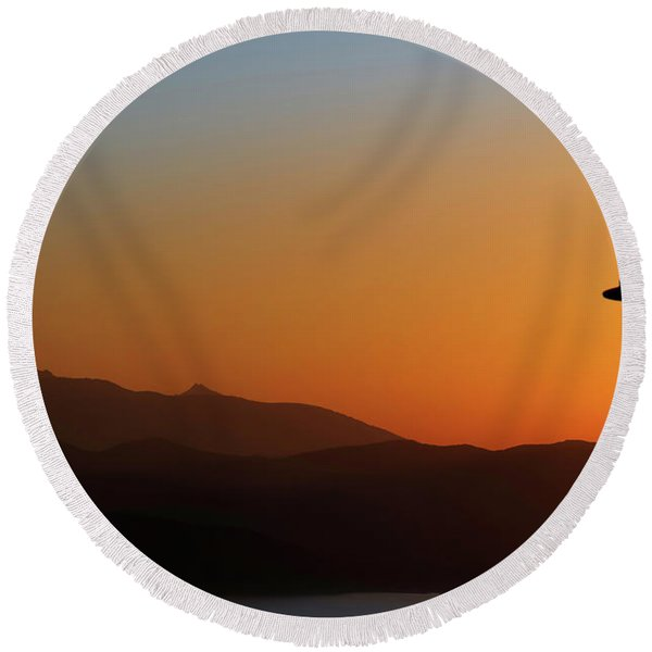 Sunset Over The Island Of Elba Round Beach Towel