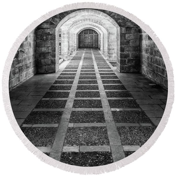 Symmetry In Black And White Round Beach Towel