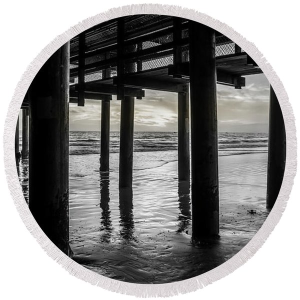 The Light Downunder - B And W Round Beach Towel