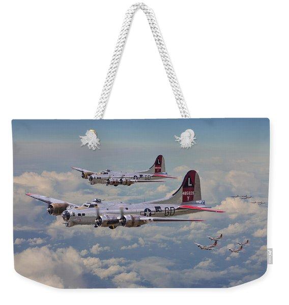 B17- 381st Bomb Group En-route Weekender Tote Bag