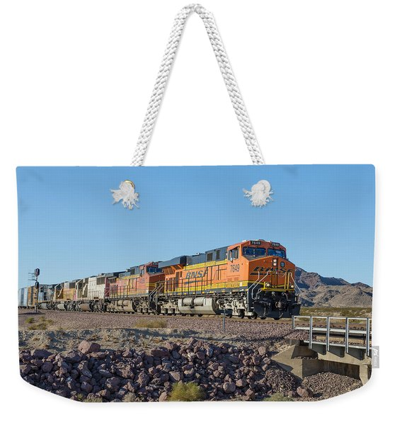 Weekender Tote Bag featuring the photograph Bnsf 7649 by Jim Thompson