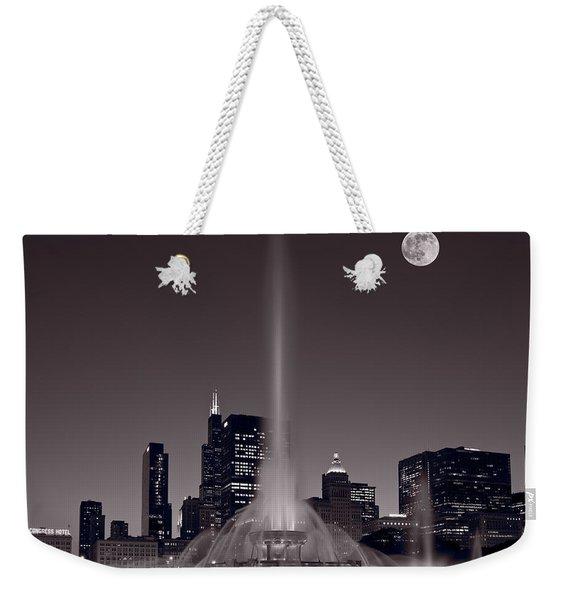 Buckingham Fountain Nightlight Chicago Bw Weekender Tote Bag