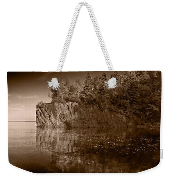 Cliff Face Northshore Mn Bw Weekender Tote Bag