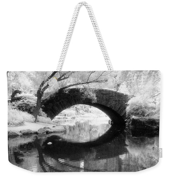 Central Park Photograph - Gapstow Bridge Vertical Weekender Tote Bag