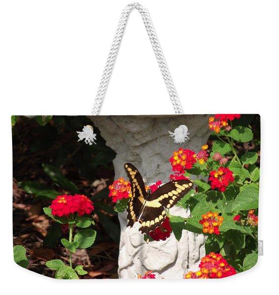 Giant Swallowtail On Lantana Weekender Tote Bag