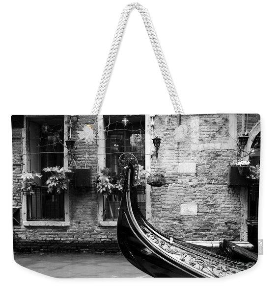 Gondola In Venice Bw Weekender Tote Bag