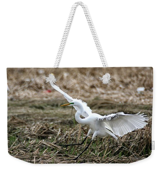 Weekender Tote Bag featuring the photograph Great Egret Landing by William Selander